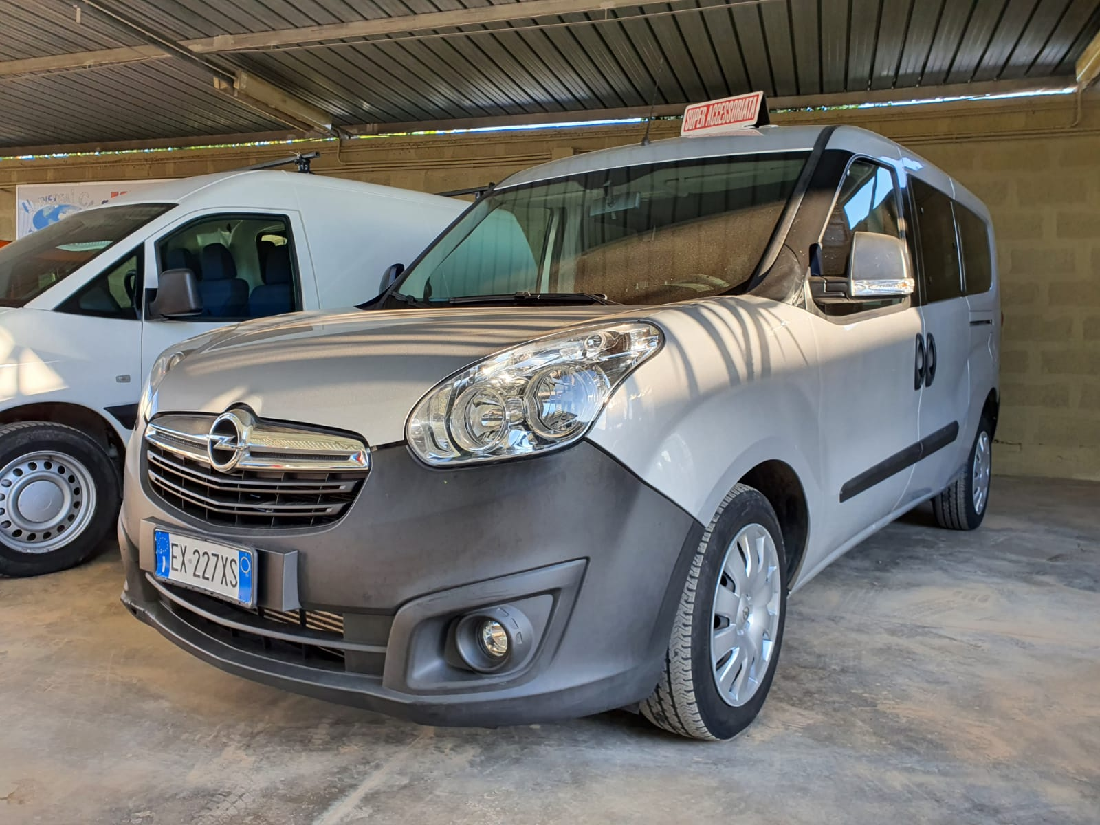 Read more about the article Opel combo 1.6 Diesel del 2015 Maxi volume 5 posti